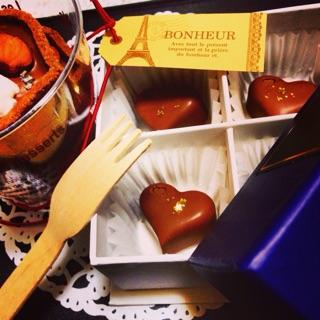 最近は友チョコにもチカラが入るようなのでムスメに付き合って夜中までチョコ作りに励んでいました。