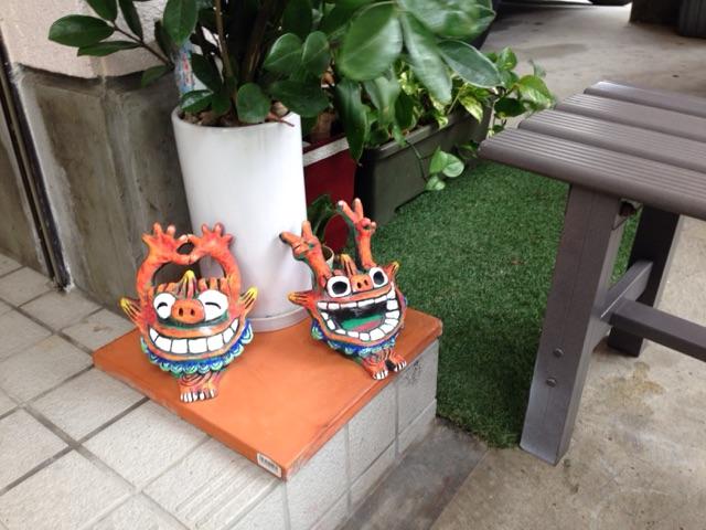 沖縄のシーサーはお店のアレンジにも大活躍