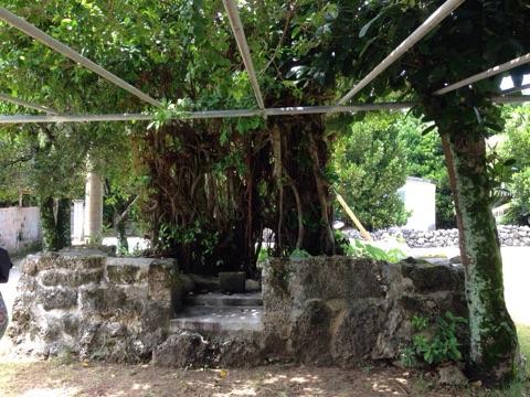 久高島にある建物は英祖王統五代西威王の産屋跡。