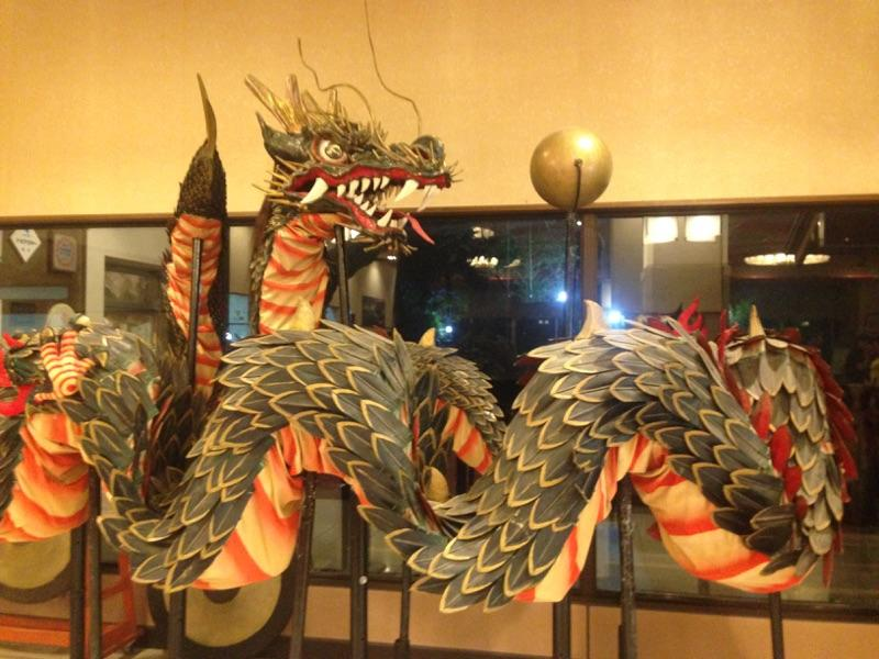 長崎の旅館、玄関口で出迎えてくれたのは龍