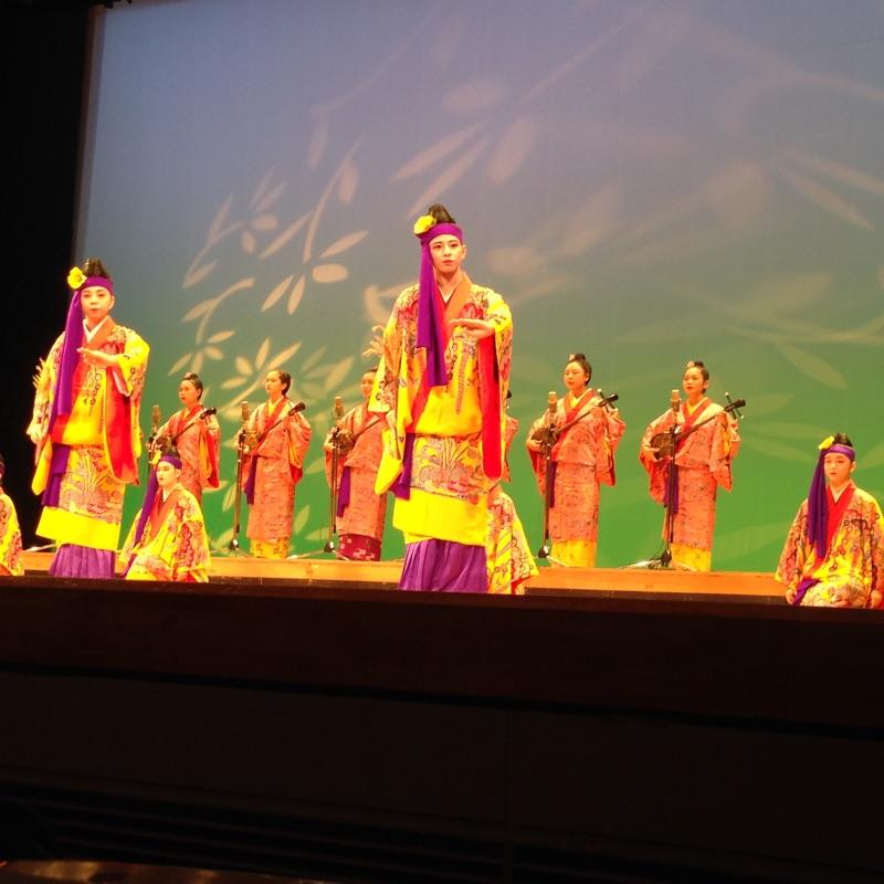 第41回 沖縄県高等学校PTA研究大会での高校生の琉舞