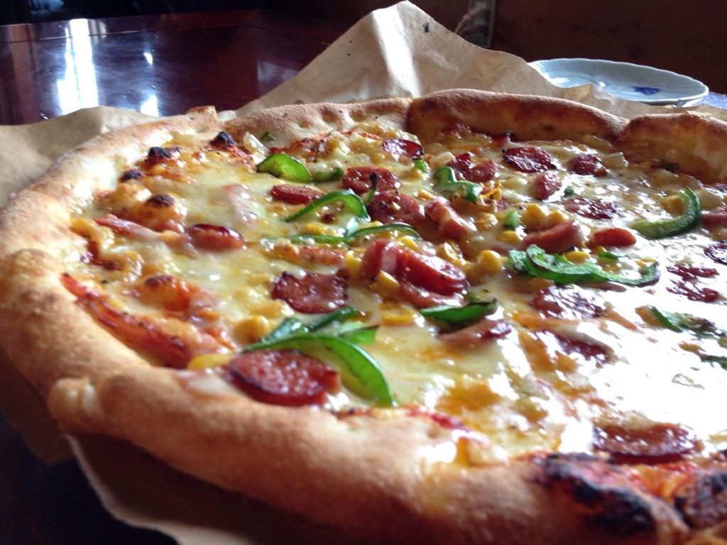 沖縄本部町のピザ喫茶「花人逢」のピザは絶品です。