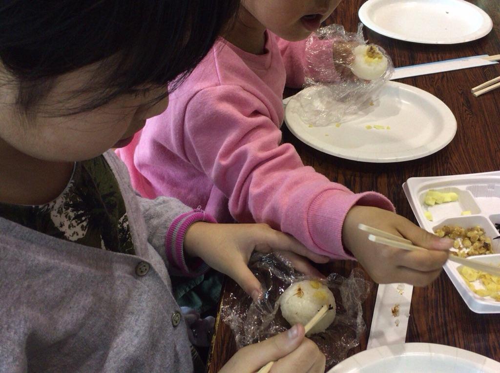 沖縄のお米マイスター渡久地奈々子の開催する子ども向けおにぎり講座風景
