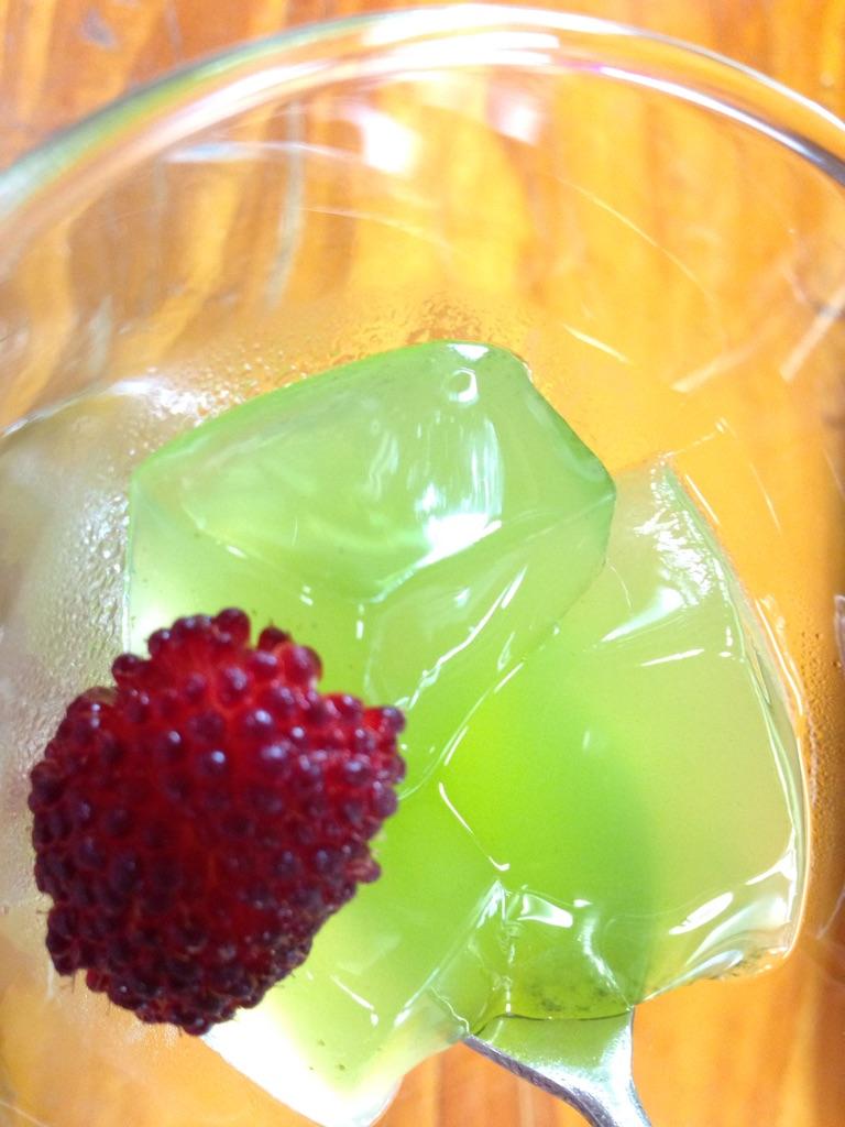沖縄そば「むかしむかし」で月桃のゼリー