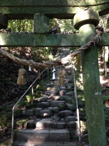 熊野磨崖仏の階段は辛い