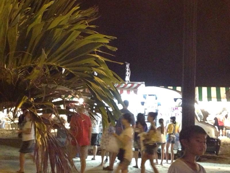 沖縄のフェスは基地内で楽しくお祭りです。