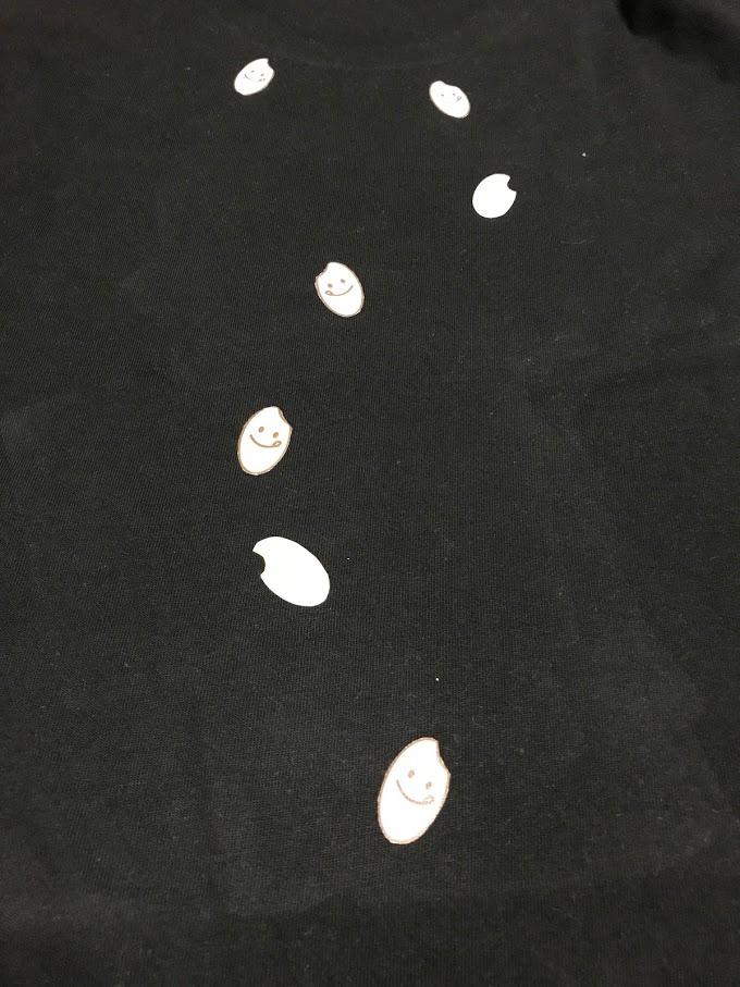 7つの米粒にはちゃんと顔もついている!そんなTシャツ作りました